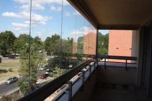 System bezramowej zabudowy balkonu